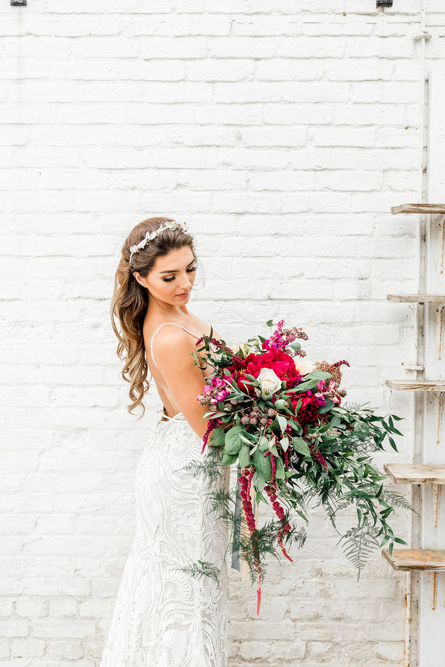 Modern Boho wedding style inspiration from Slindon House, photographer credit Kelsie Scully Photography (28)