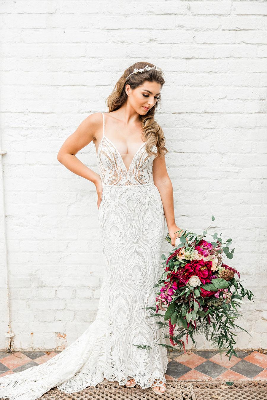 Modern Boho wedding style inspiration from Slindon House, photographer credit Kelsie Scully Photography (29)