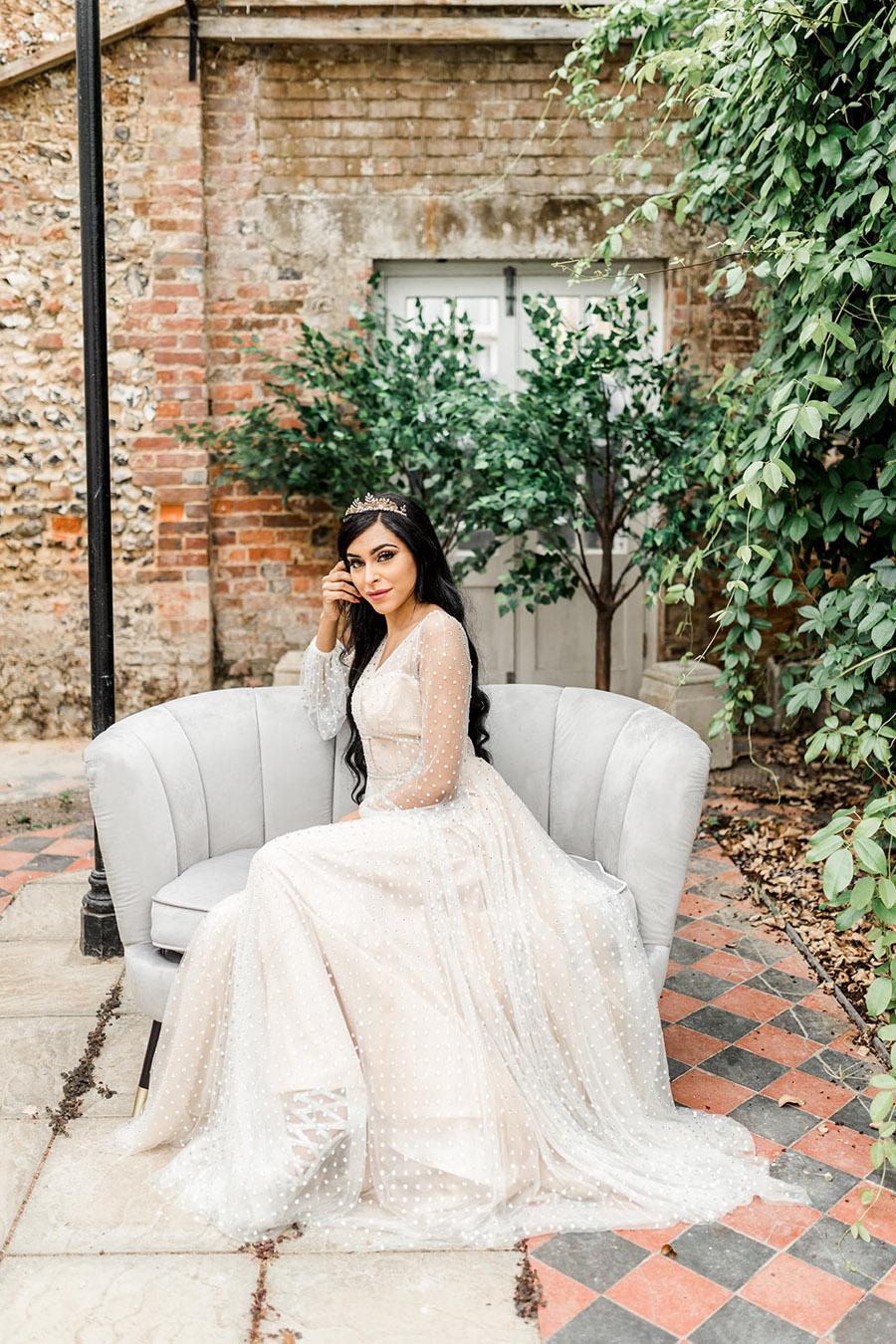 Modern Boho wedding style inspiration from Slindon House, photographer credit Kelsie Scully Photography (3)