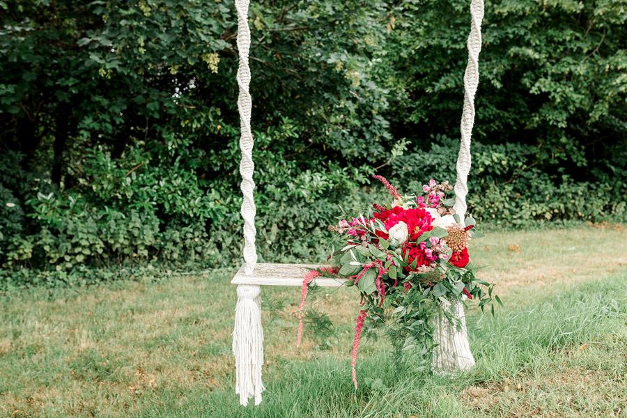 Modern Boho wedding style inspiration from Slindon House, photographer credit Kelsie Scully Photography (7)