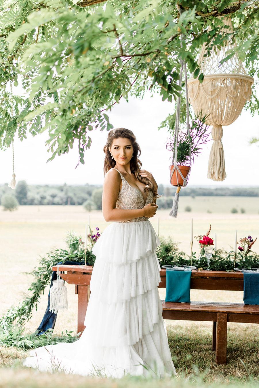 Modern Boho wedding style inspiration from Slindon House, photographer credit Kelsie Scully Photography (12)