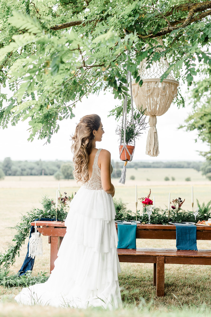 Modern Boho wedding style inspiration from Slindon House, photographer credit Kelsie Scully Photography (13)