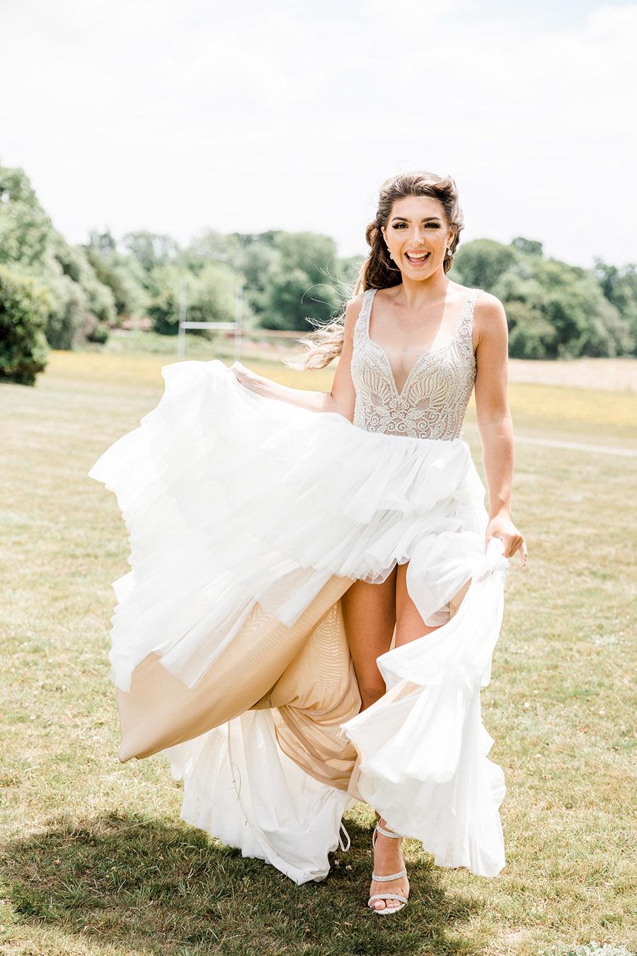 Modern Boho wedding style inspiration from Slindon House, photographer credit Kelsie Scully Photography (16)