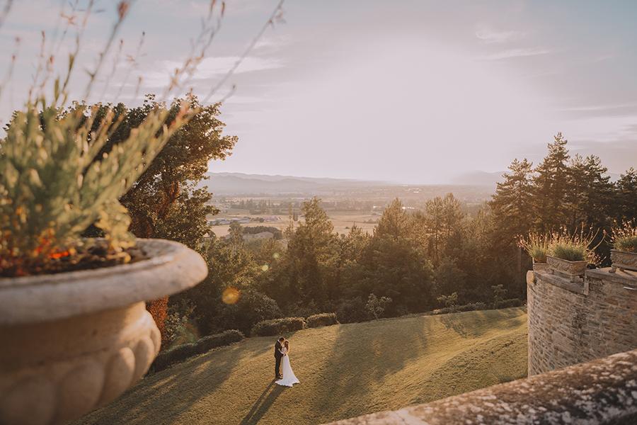 Promise me - lush green Italian wedding inspiration with an AMAZING sunset (24)
