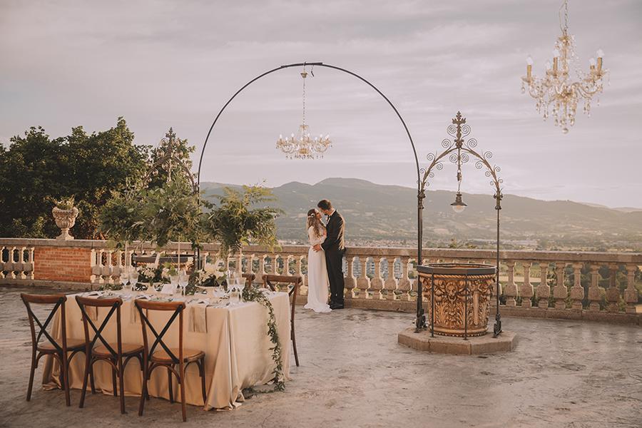 Promise me - lush green Italian wedding inspiration with an AMAZING sunset (34)
