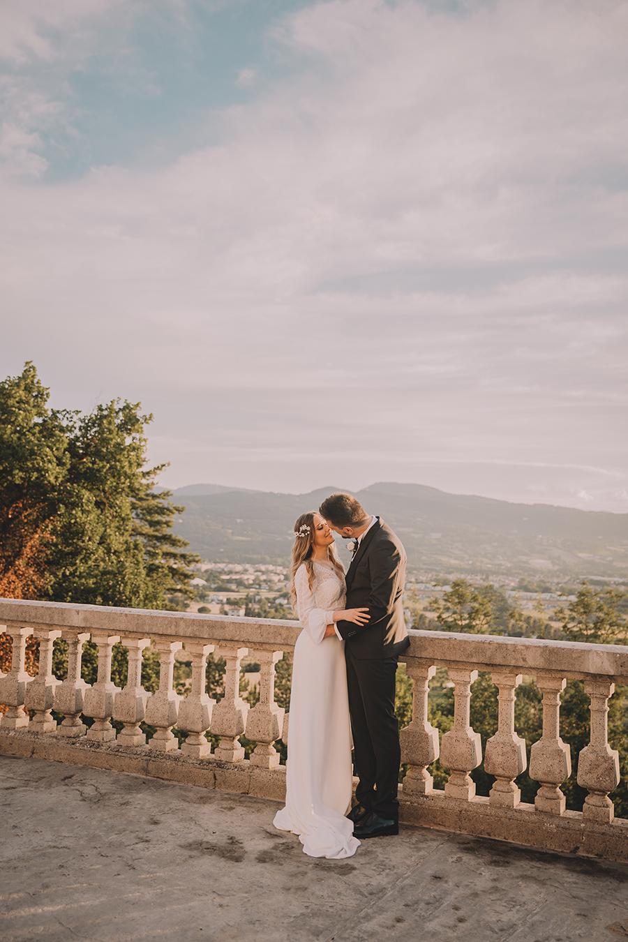 Promise me - lush green Italian wedding inspiration with an AMAZING sunset (35)