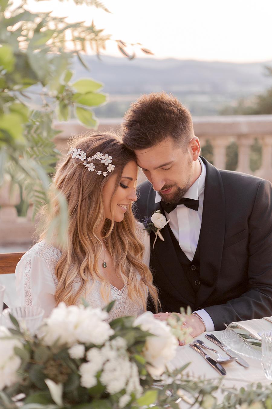 Promise me - lush green Italian wedding inspiration with an AMAZING sunset (40)