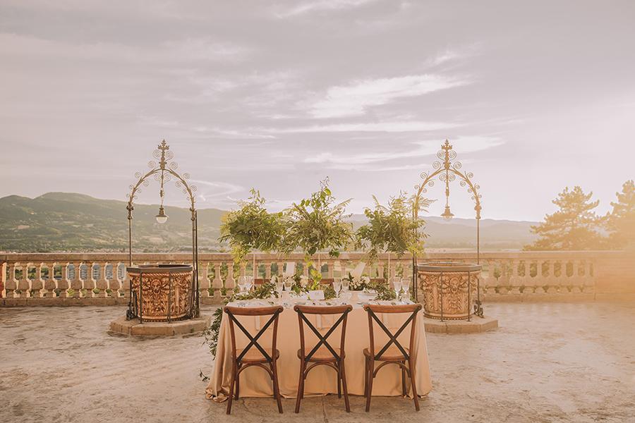 Promise me - lush green Italian wedding inspiration with an AMAZING sunset (42)