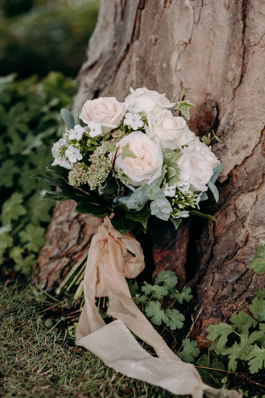 A vintage garden party wedding editorial from Derbyshire, with Willow and Rust, and images by ekr pictures (34)