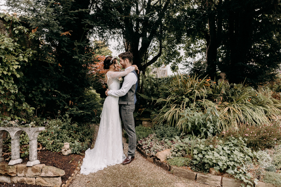 A vintage garden party wedding editorial from Derbyshire, with Willow and Rust, and images by ekr pictures (35)