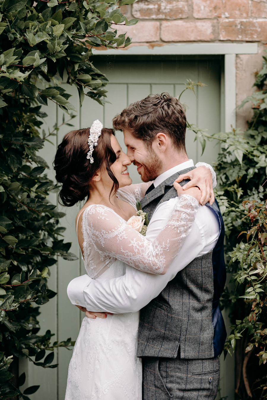 A vintage garden party wedding editorial from Derbyshire, with Willow and Rust, and images by ekr pictures (36)