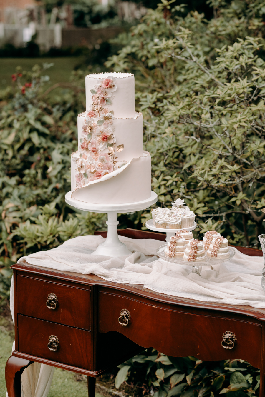 A vintage garden party wedding editorial from Derbyshire, with Willow and Rust, and images by ekr pictures (1)