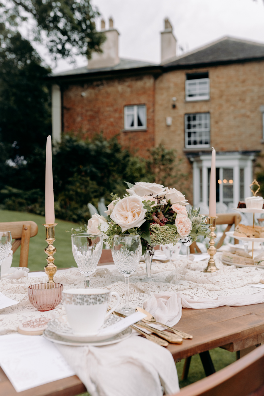 A vintage garden party wedding editorial from Derbyshire, with Willow and Rust, and images by ekr pictures (11)