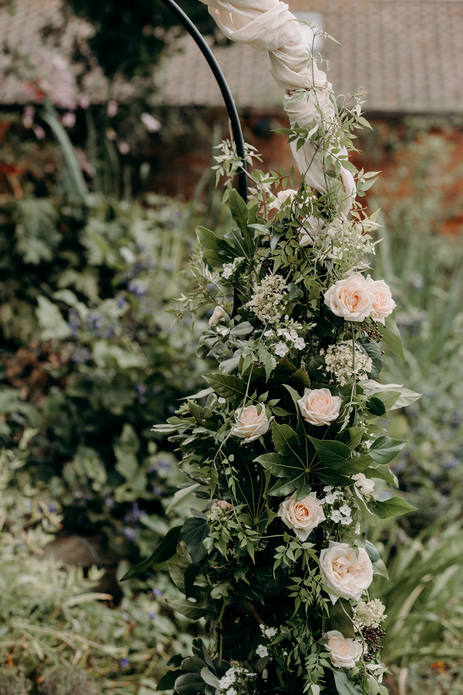A vintage garden party wedding editorial from Derbyshire, with Willow and Rust, and images by ekr pictures (16)