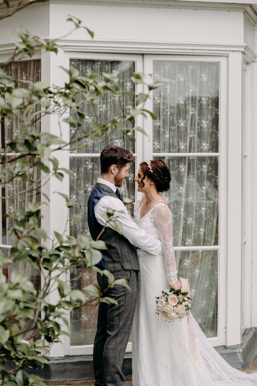 A vintage garden party wedding editorial from Derbyshire, with Willow and Rust, and images by ekr pictures (20)