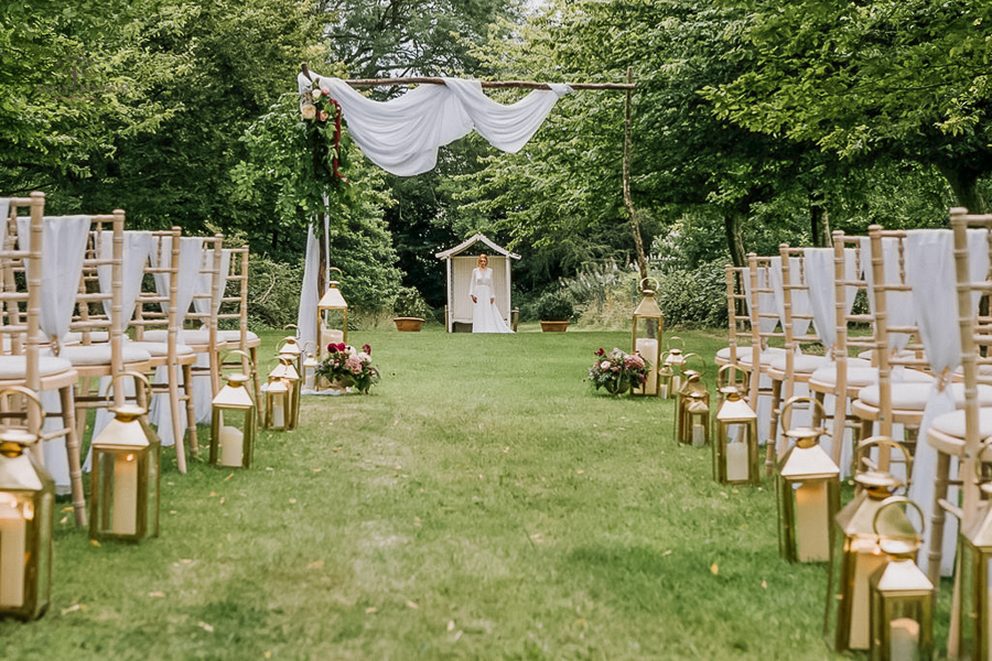 Beautiful wedding styling inspiration from The Gaddesden Estate in Hertfordshire (49)