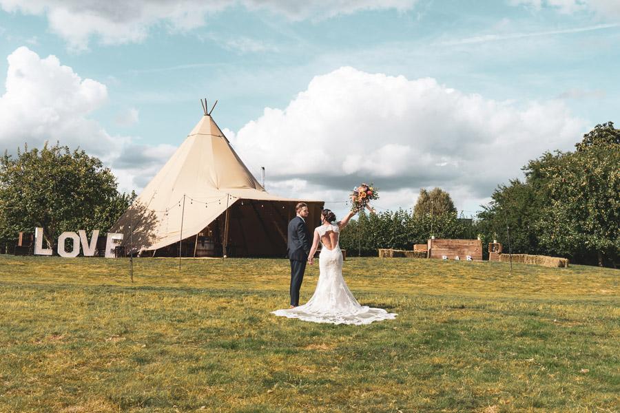 Sophisticated Boho - The New Intimate Wedding (11)