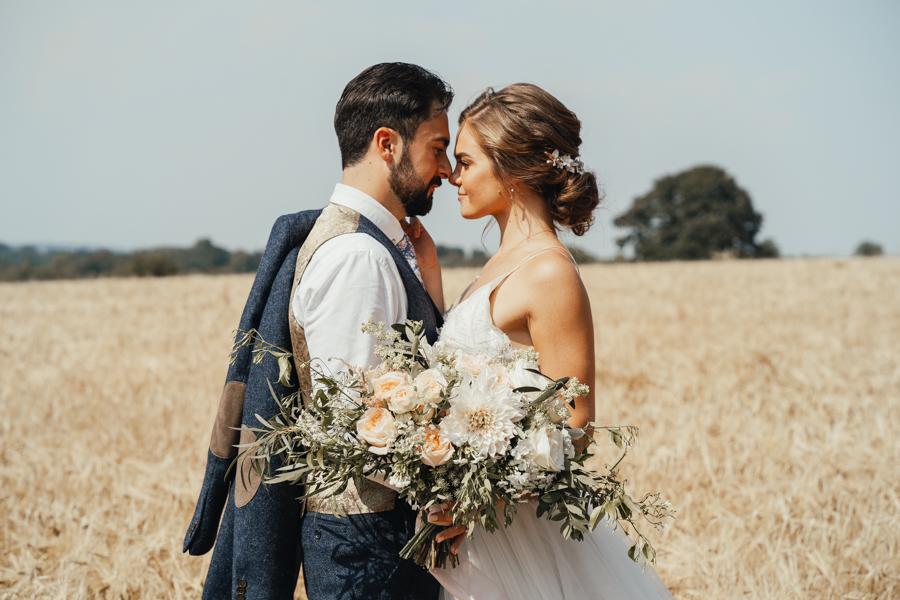 Romantically elegant styled shoot at Merriscourt (21)