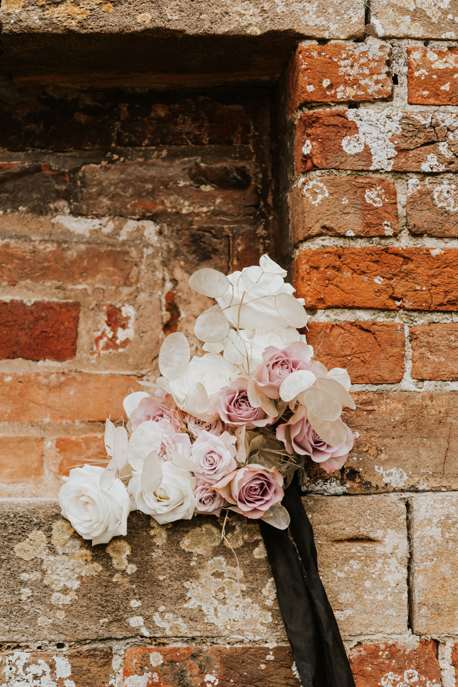 Midelney Manor – Winter pastel romance with a hint of gothic, image credit Hannah Barnes Photography (8)