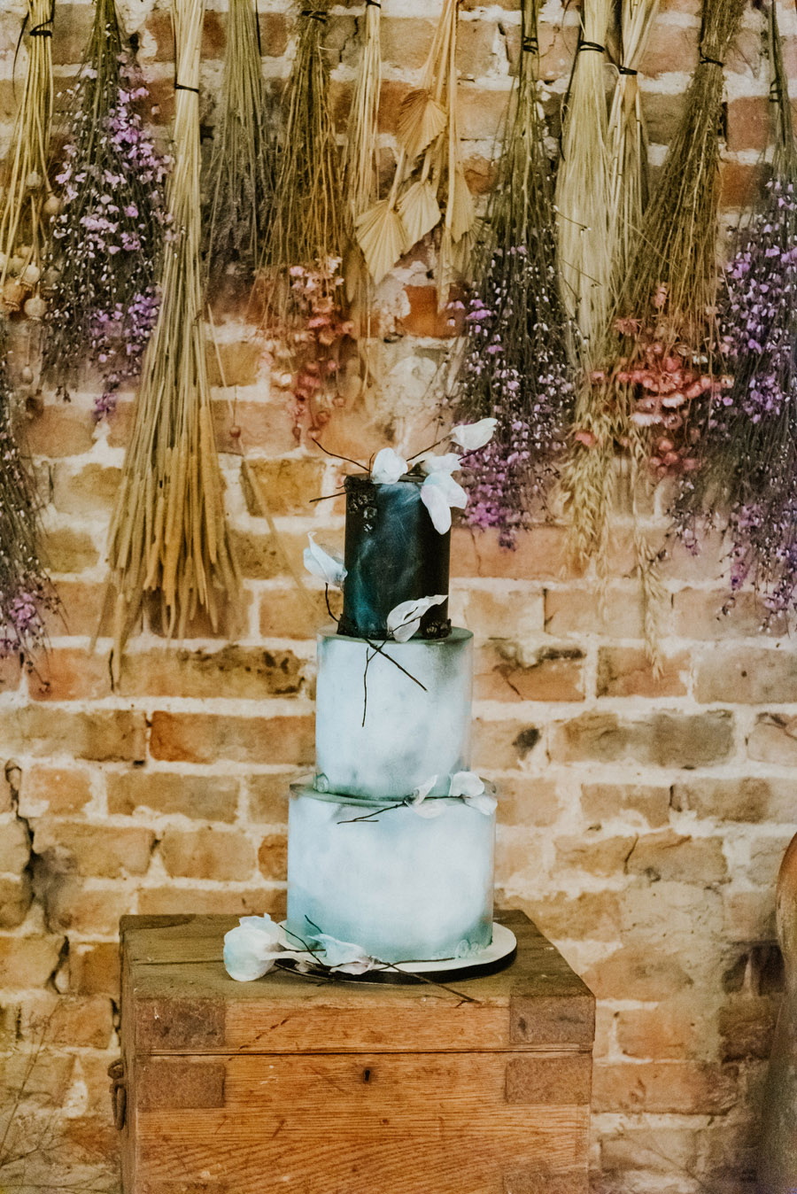 Midelney Manor – Winter pastel romance with a hint of gothic, image credit Hannah Barnes Photography (11)