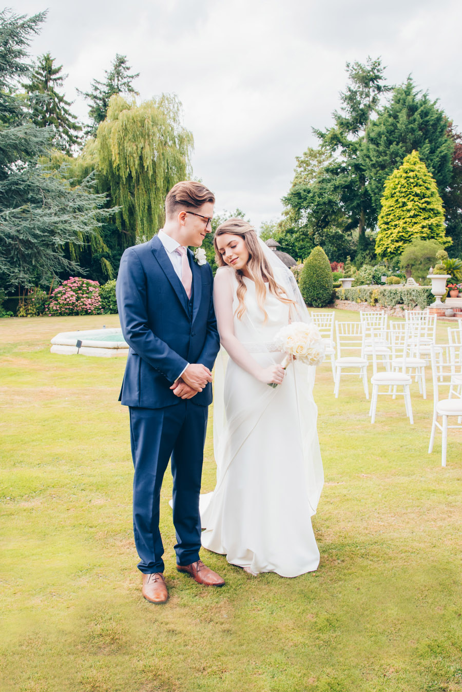Timeless Elegance and beautiful micro wedding inspiration at New Lodge Lawns (18)