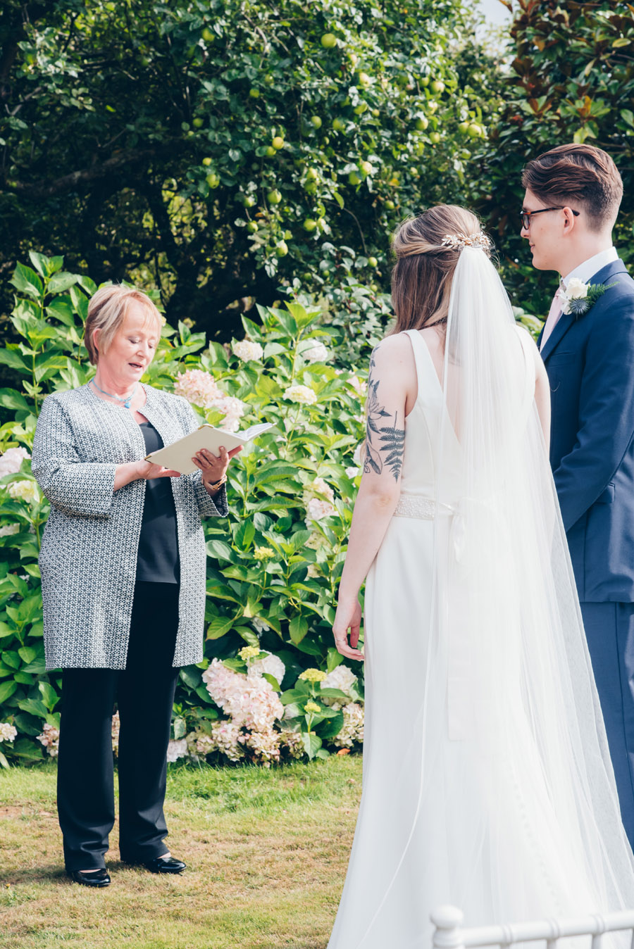 Timeless Elegance and beautiful micro wedding inspiration at New Lodge Lawns (19)