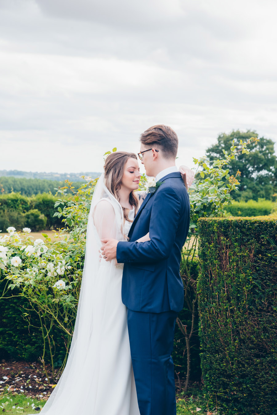 Timeless Elegance and beautiful micro wedding inspiration at New Lodge Lawns (20)