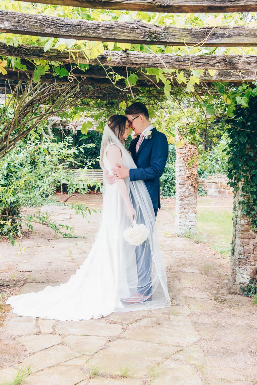 Timeless Elegance and beautiful micro wedding inspiration at New Lodge Lawns (22)