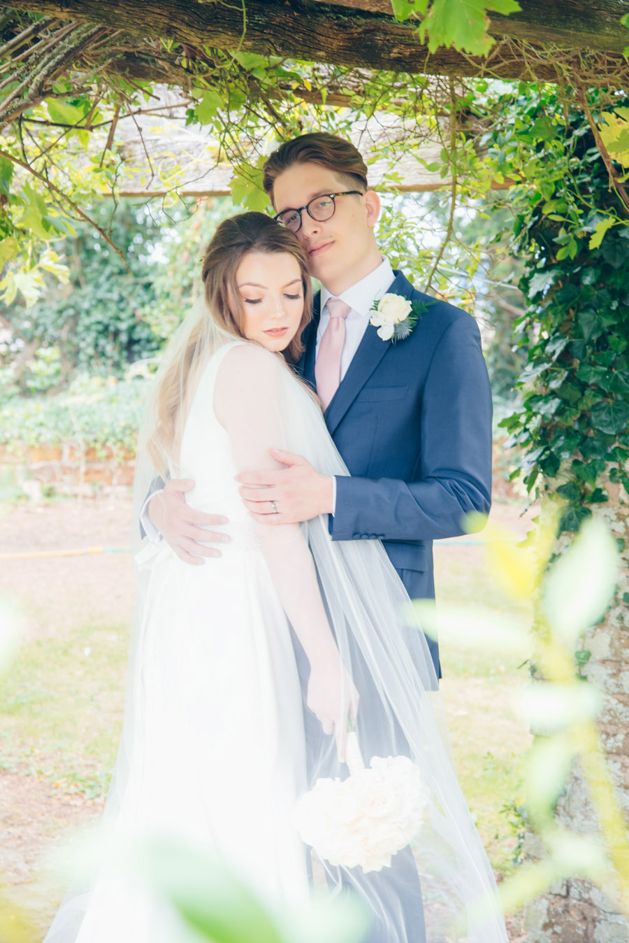 Timeless Elegance and beautiful micro wedding inspiration at New Lodge Lawns (23)
