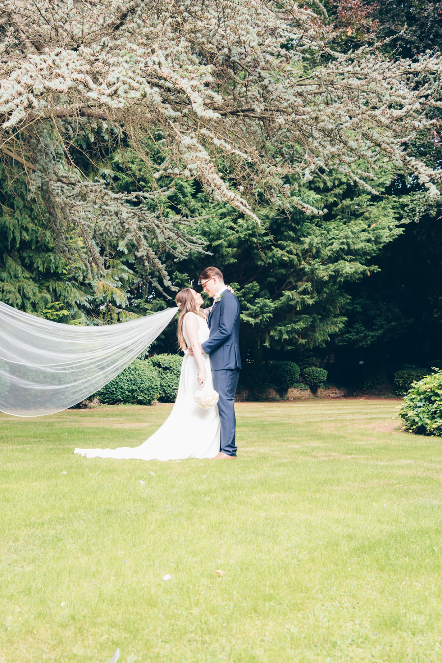 Timeless Elegance and beautiful micro wedding inspiration at New Lodge Lawns (27)