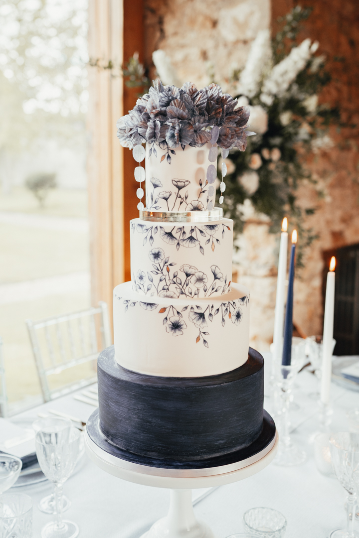 Quintessential and Elegant English Styled Shoot at Notley Abbey (7)