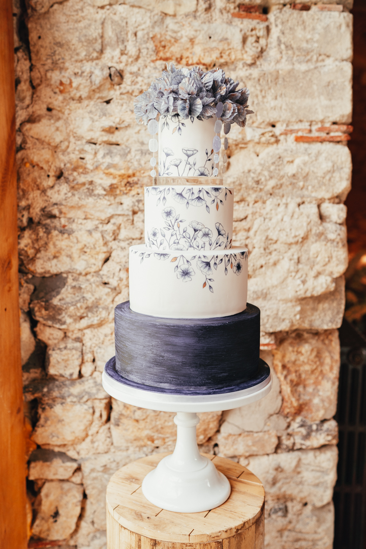 Quintessential and Elegant English Styled Shoot at Notley Abbey (8)