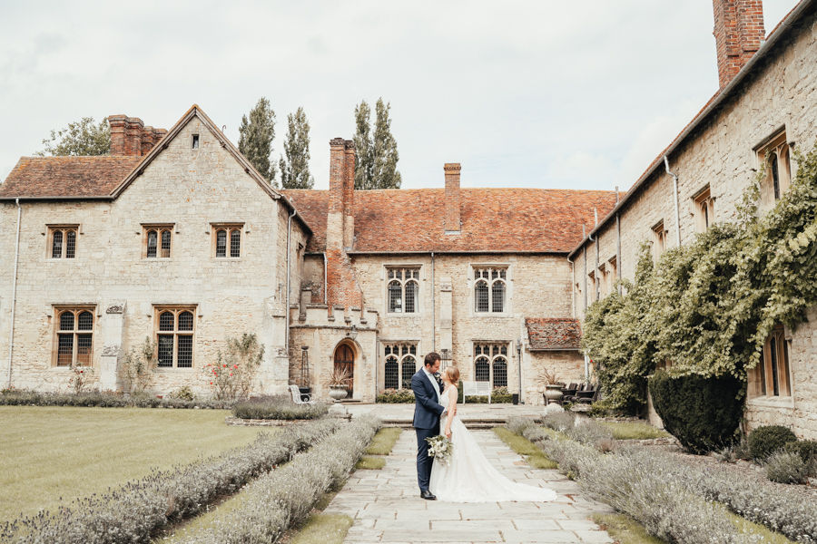Quintessential and Elegant English Styled Shoot at Notley Abbey (12)