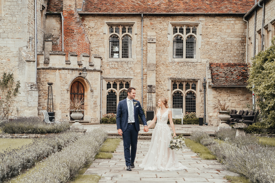 Quintessential and Elegant English Styled Shoot at Notley Abbey (13)