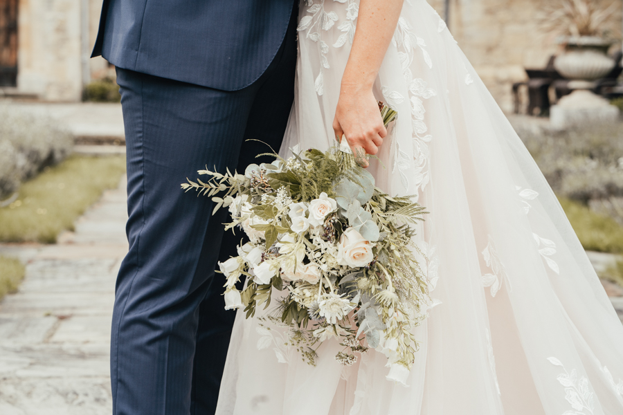 Quintessential and Elegant English Styled Shoot at Notley Abbey (15)