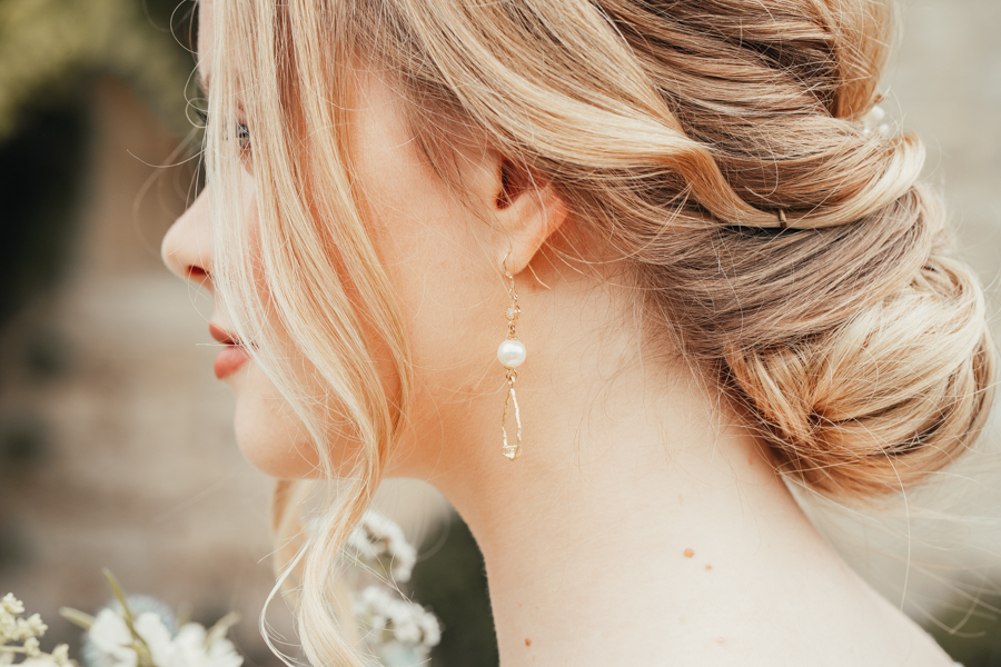 Quintessential and Elegant English Styled Shoot at Notley Abbey (16)