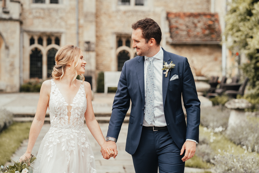 Quintessential and Elegant English Styled Shoot at Notley Abbey (19)