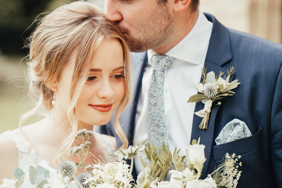Quintessential and Elegant English Styled Shoot at Notley Abbey (27)