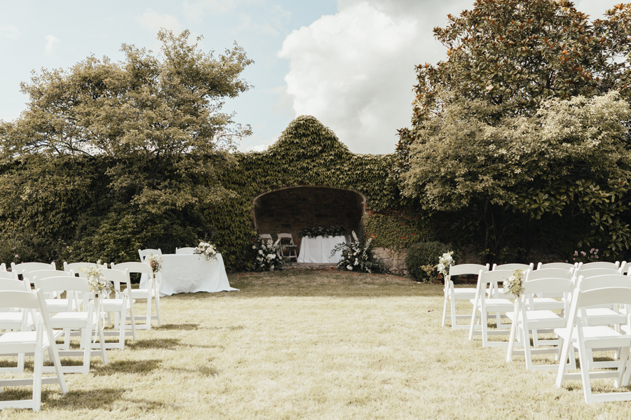 Quintessential and Elegant English Styled Shoot at Notley Abbey (42)