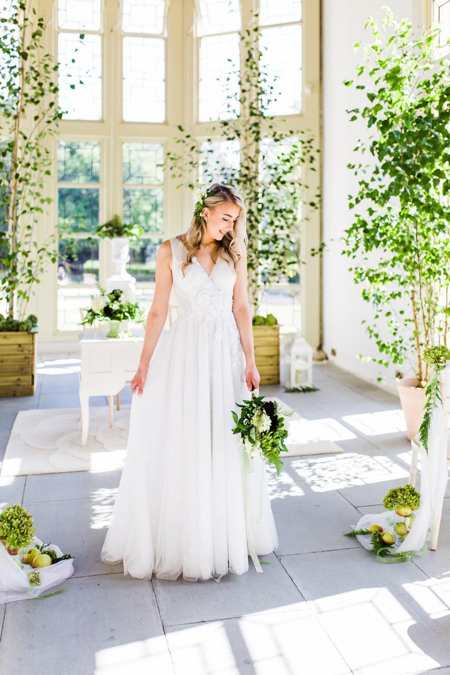 Highcliffe Castle wedding inspiration on the English Wedding Blog (16)
