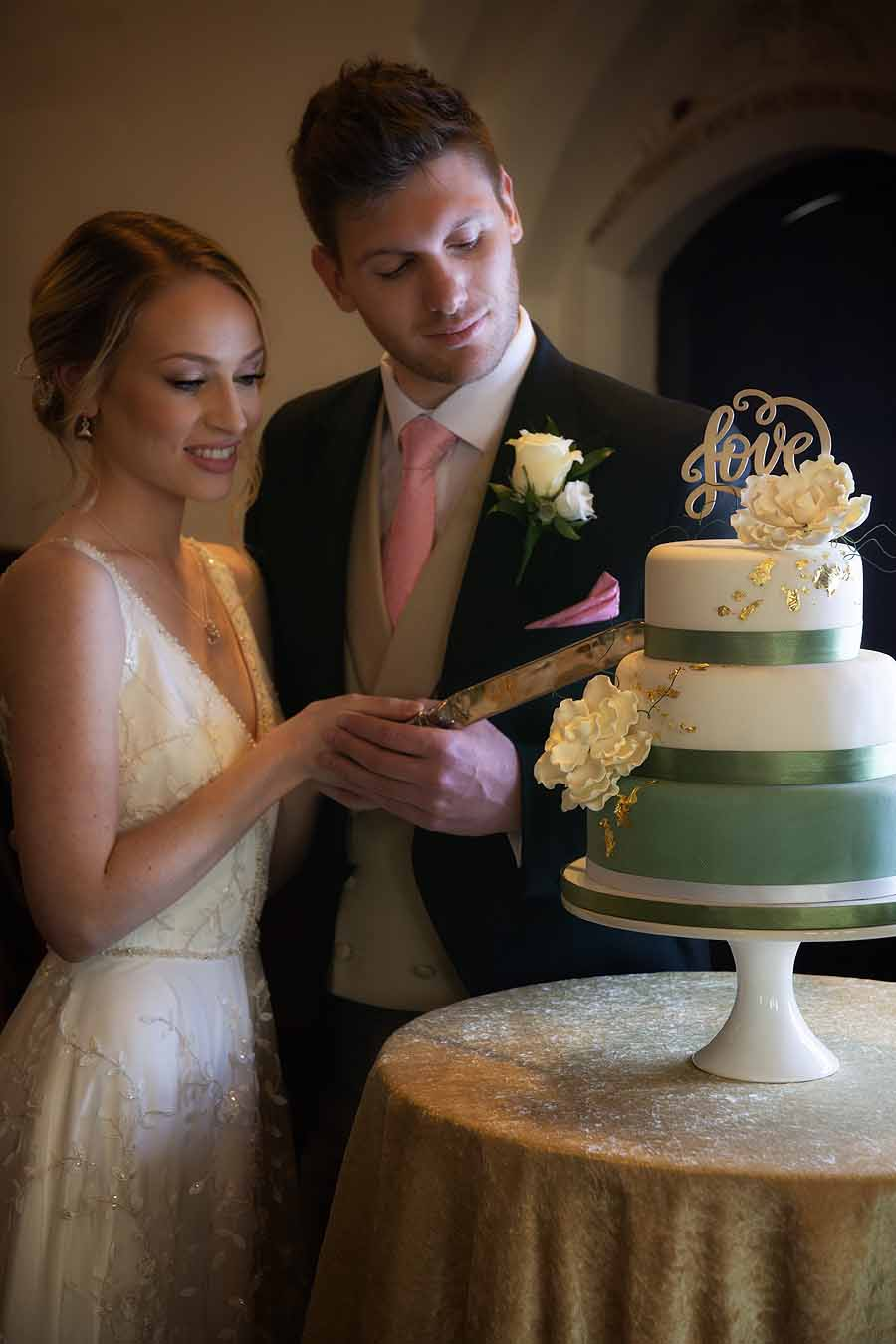 Elegant and timeless wedding styling at Bradfield College, with Lorna Richerby Photography (18)