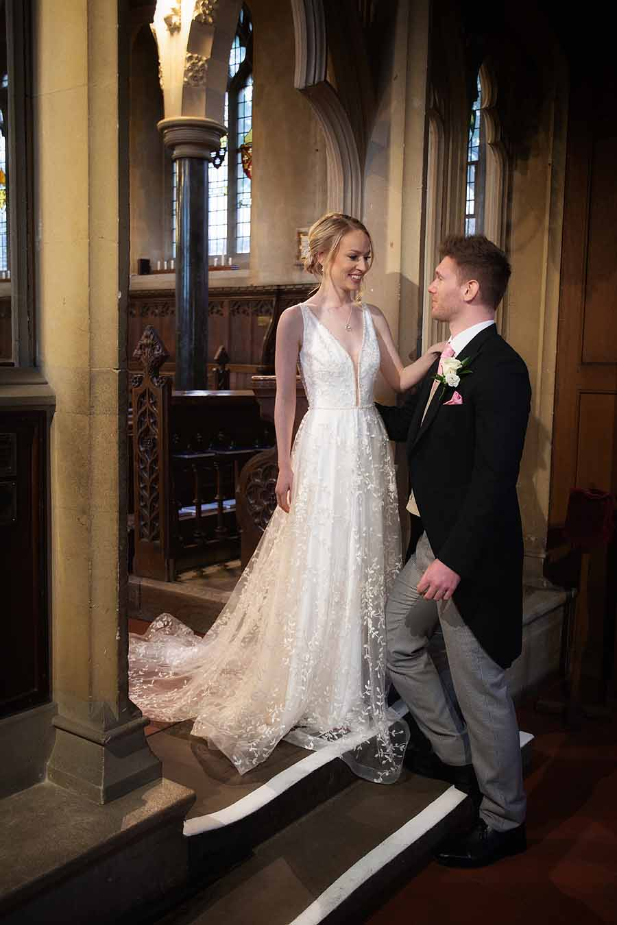 Elegant and timeless wedding styling at Bradfield College, with Lorna Richerby Photography (30)