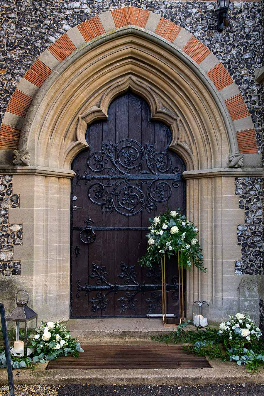 Elegant and timeless wedding styling at Bradfield College, with Lorna Richerby Photography (38)