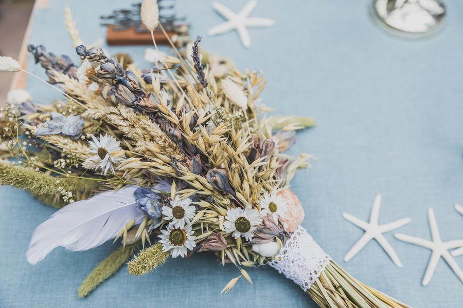 Eco beach wedding inspiration, with Confetti Coast Photography and Amethyst Weddings (30)