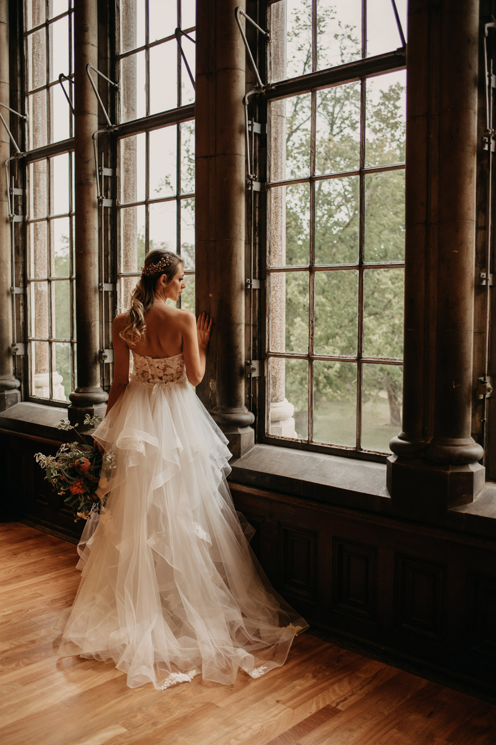 Traditional wedding inspiration with a modern twist, image credit Lottie Photography (17)