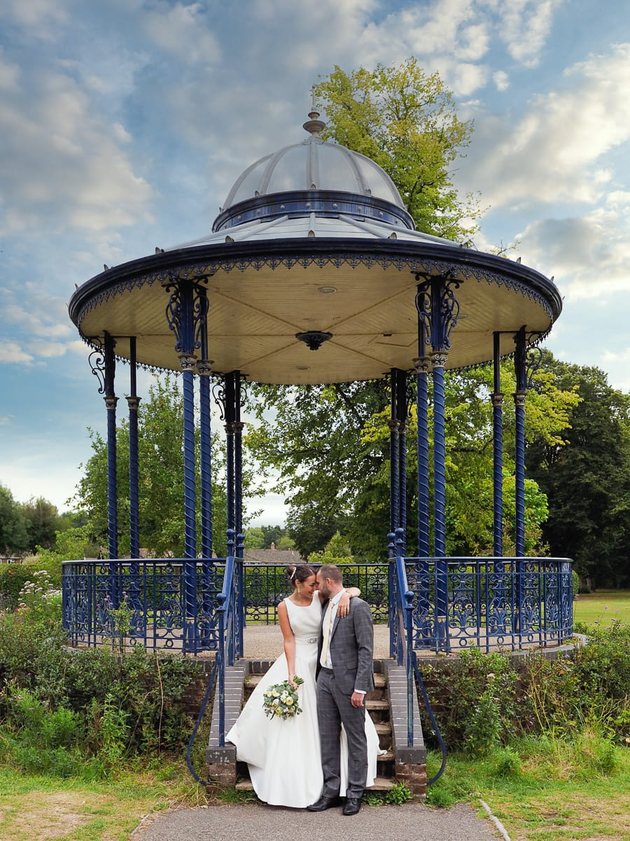 Romantic Romsey, olde worlde charm for a Hampshire wedding, with Dom Brenton Photography (16)