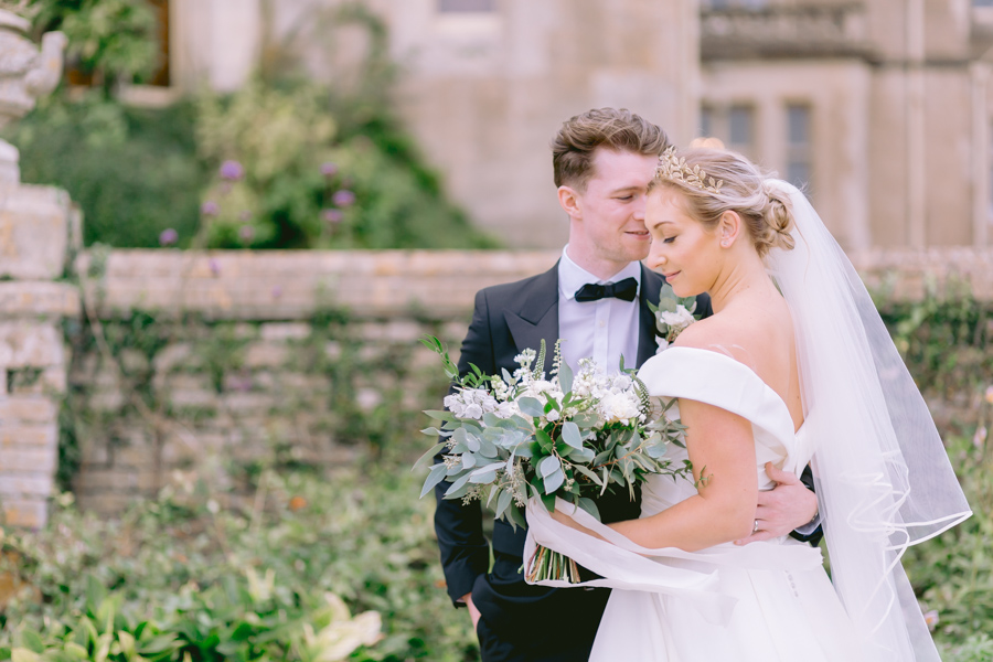Glamorous, elegant, and timeless gold wedding styling ideas from Orchardleigh, with Keyleigh Marie weddings and Jennifer Jane Photography (8)