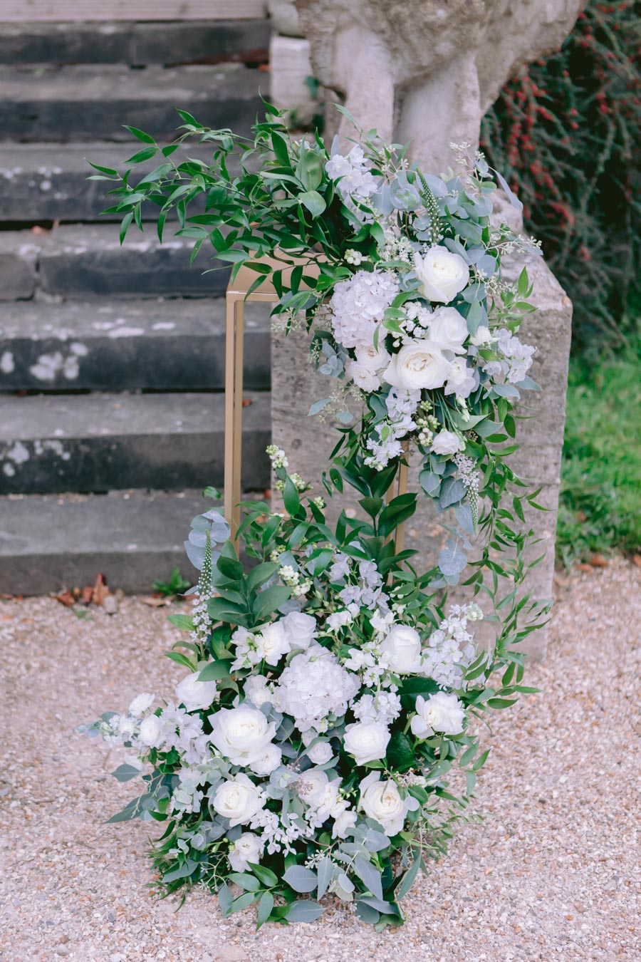Glamorous, elegant, and timeless gold wedding styling ideas from Orchardleigh, with Keyleigh Marie weddings and Jennifer Jane Photography (16)