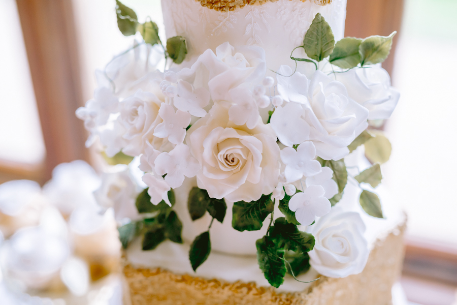 Glamorous, elegant, and timeless gold wedding styling ideas from Orchardleigh, with Keyleigh Marie weddings and Jennifer Jane Photography (24)