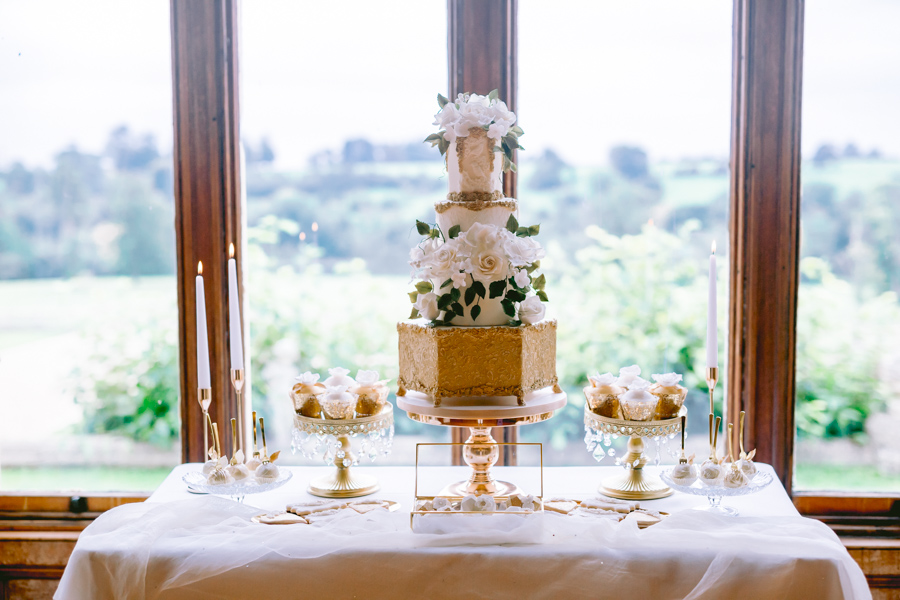 Glamorous, elegant, and timeless gold wedding styling ideas from Orchardleigh, with Keyleigh Marie weddings and Jennifer Jane Photography (25)